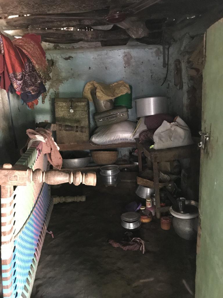 """Dies ist die """"Wohnung"""" einer Frau, hier wohnt sie mit ihrer 20-jährigen Tochter"""