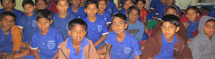 Waisenkinder von Kleinbauern in Indien